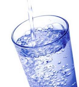 selain menyegarkan dahaga, manfaat air dalam tubuh sangat banyak